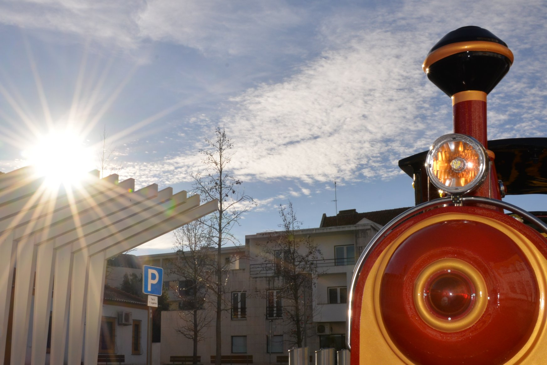 Voz do fado no comboio do Natal Iluminado