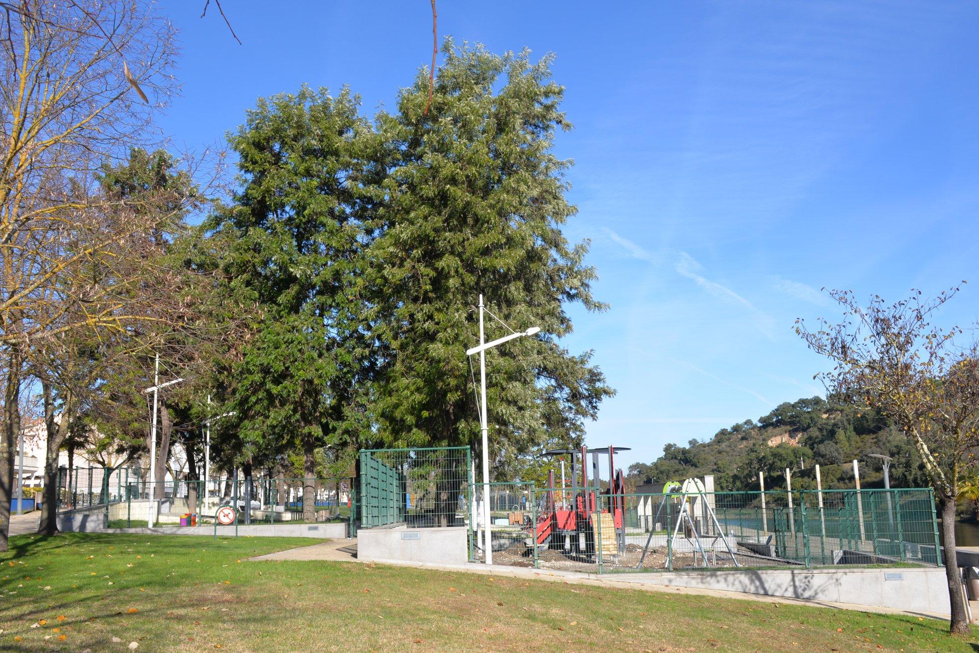Parque Infantil da Zona Ribeirinha renovado