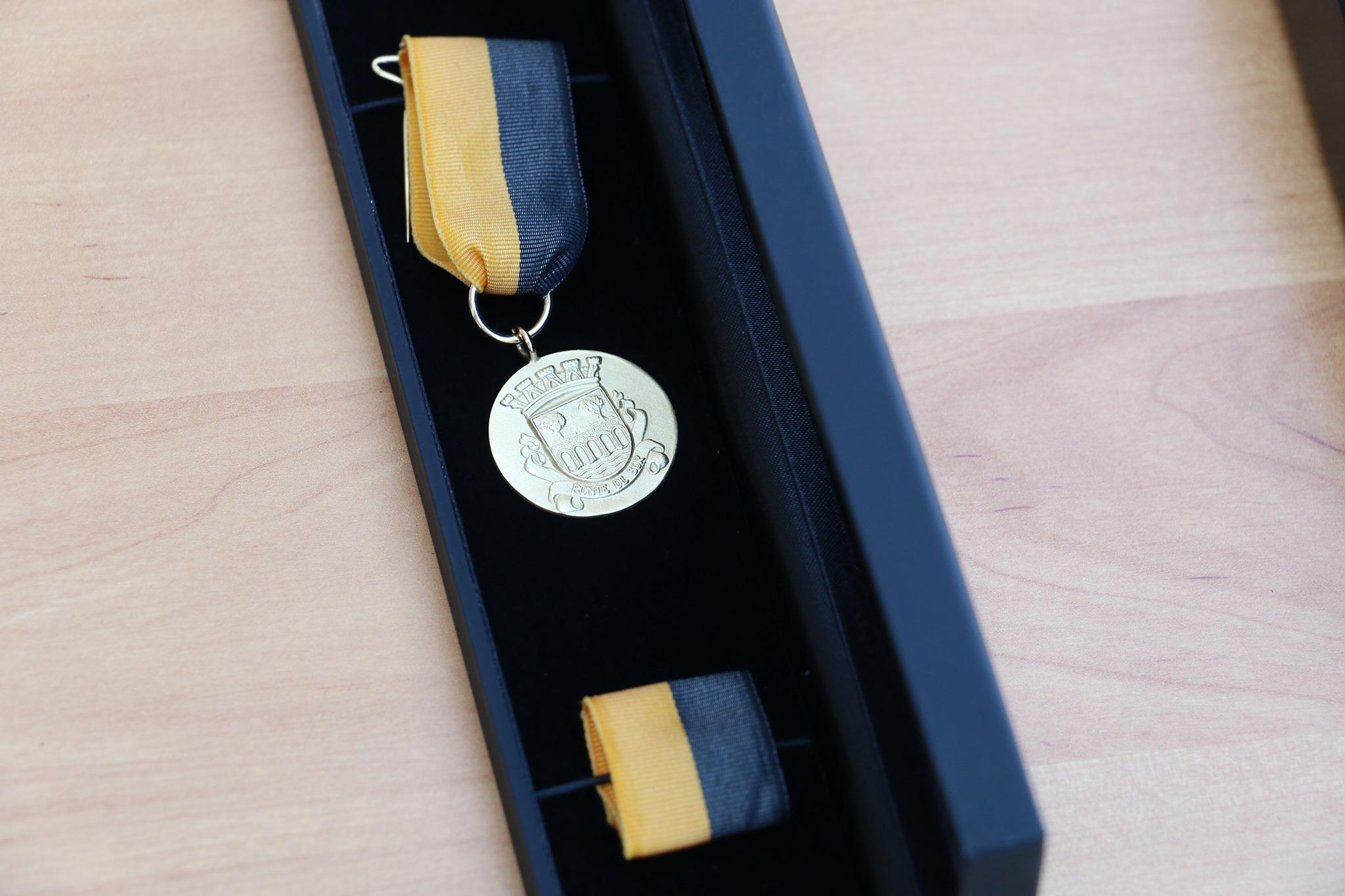 Atribuição da Medalha de Mérito Municipal – Grau Ouro