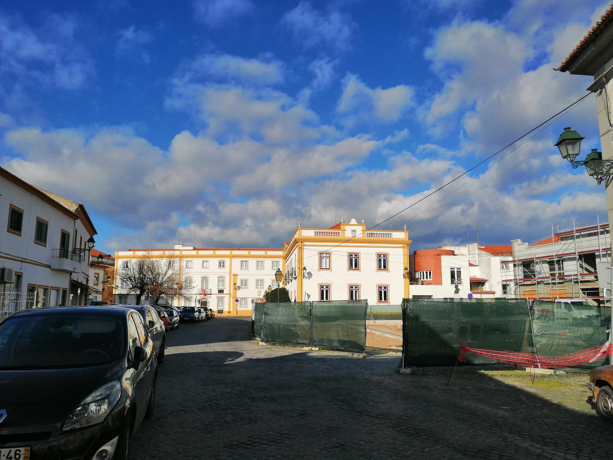 Alterações de  trânsito na praça da República e rua de Olivença